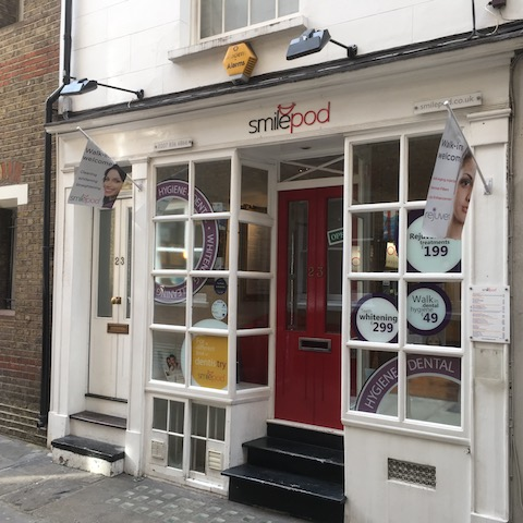 Small Covent Garden Shop To Let   UNDER OFFER