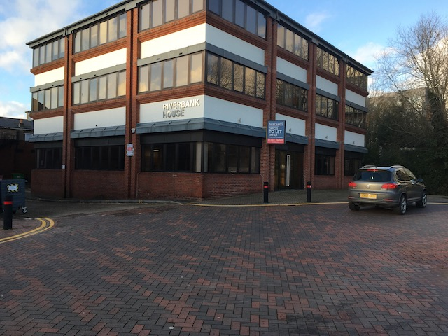 Class E Premises of 2,890 sq ft suitable as an office, retail unit, bike shop, vet, hairdresser, beautician or educational use.